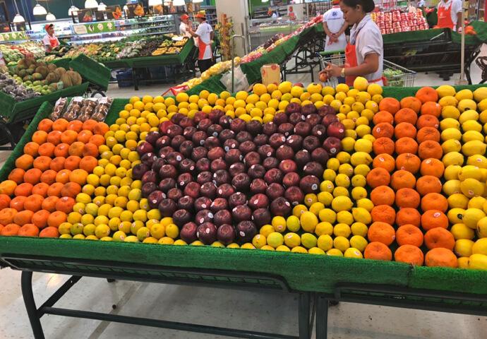 マーケットのフルーツ売り場がハート♡の形に!!かわいい♡  そんなに大きくないモールなんですが、とにかく人でごった返しています。 行くところに困ったらJモールですね^^  本日はJモールからお届けしました!!