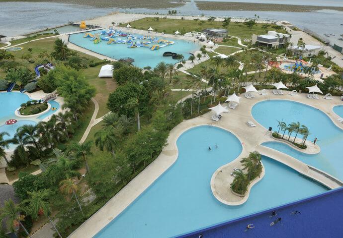 家族で遊べる巨大ウォーターパーク!  水上アスレチックなど、お子様もめいっぱい遊べる楽しい施設です♪