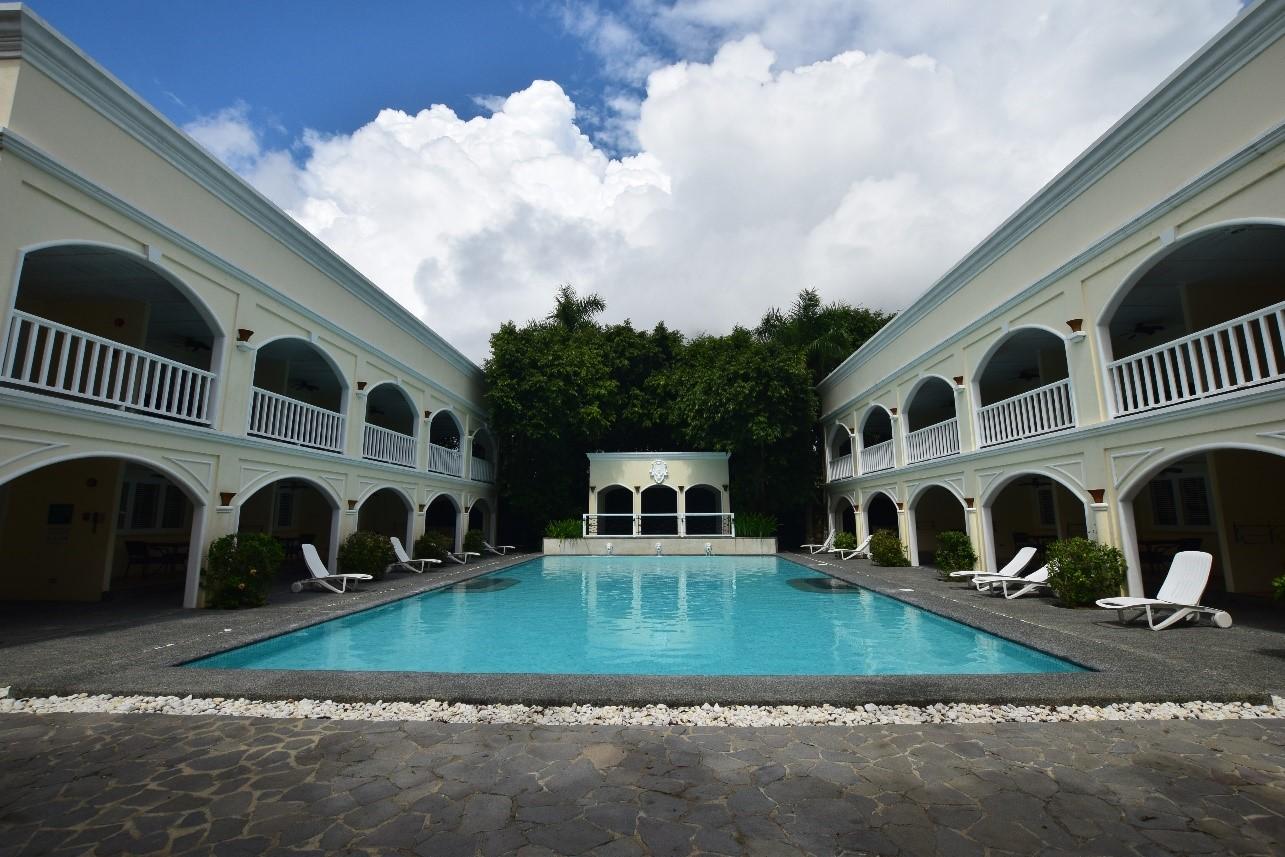 広大なラグーンプール以外にも、静かに過ごせる中庭のプールもあります。