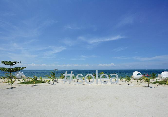 白い砂浜のプライベートビーチ♡  人気フォトスポットにもなっています。