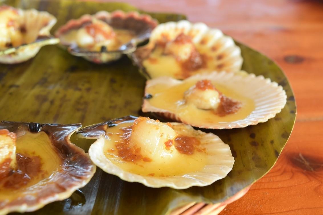 焼きホタテ(P195)  香ばしく焼き上げられたバターたっぷりのホタテ。ランタウで絶対に食べて欲しい1品です!