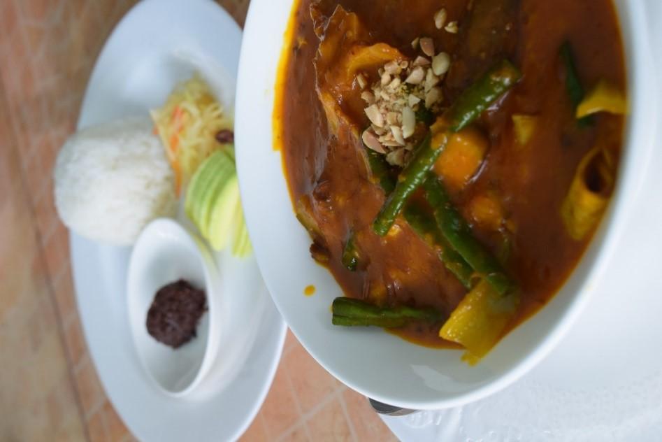 プランテーションベイでは、フィリピンの伝統料理カレカレ(ピーナッツソースのフィリピンの伝統的なオックステールシチュー)が自慢の料理です♪肉厚で風味豊かな世界最高峰のカレカレと呼ばれる程なので、プランテーションベイに訪れた際はせひ一度味わってみてください!