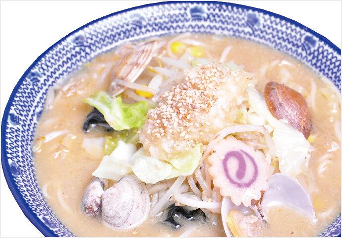 人気No.1メニュー! 鶏ガラ×とんこつスープに相性抜群の長崎五島うどんを使った麺料理♡  シメの一杯にちょうどよいハーフサイズも販売中♪