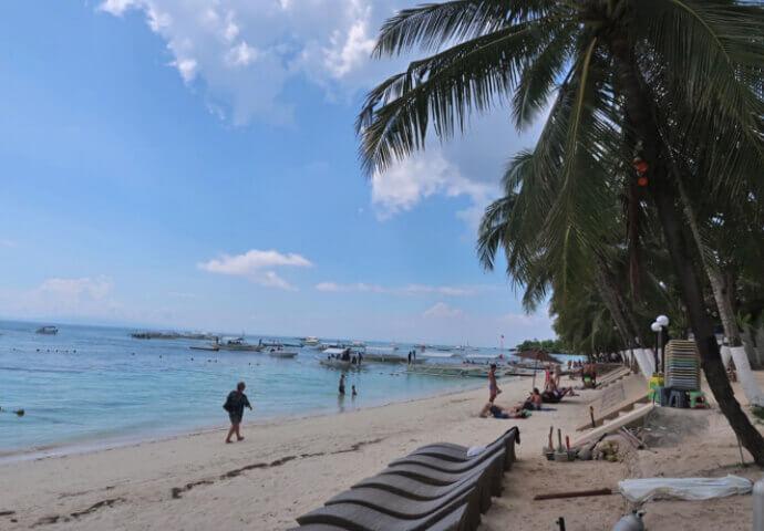 素敵なビーチが続きます。 ここボホールの雰囲気は本当にのんびり。。。 癒されます。