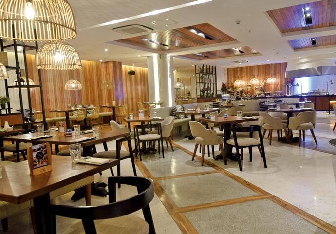 終日営業のレストランUmaでは、 東南アジア料理がいただけます!  朝・夜には、ビュッフェ形式で、さまざまな料理を堪能♡