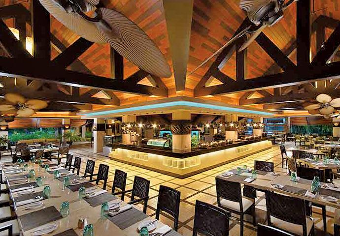 新鮮シーフード料理がいただける レストランOceanica Seafood Restaurant。  もちろん、フィリピン料理や南国フルーツのデザートも!