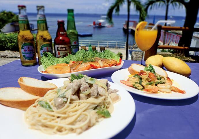 朝7時から夜10時まで営業している フィリピン料理レストラン♪  サンドイッチやハンバーガー、スパゲティ、シニガンなど、 どの時間帯でも食べたくなる自慢の料理が勢揃い!  海を眺めながら、贅沢なお食事を満喫してはいかがでしょうか?