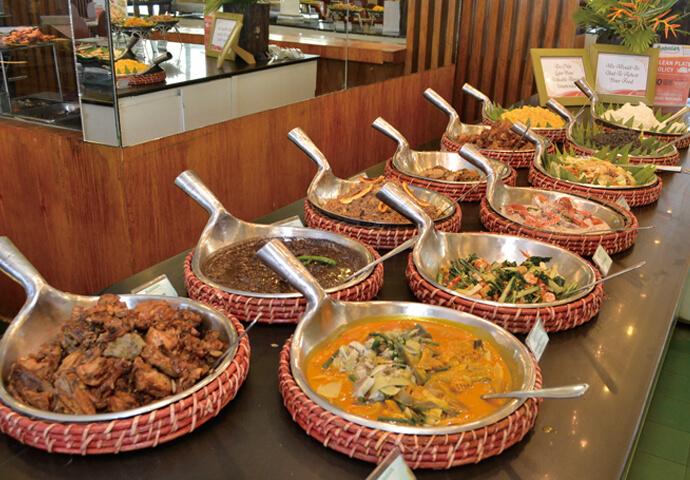 フィリピン料理レストランで迷ったら、ココ!  定番のレチョンやシシグなどのフィリピン料理が、全て食べ放題♪  全180席あるので、家族や飲み会など、大人数での利用も大歓迎!  SM Seasideにも支店があります。