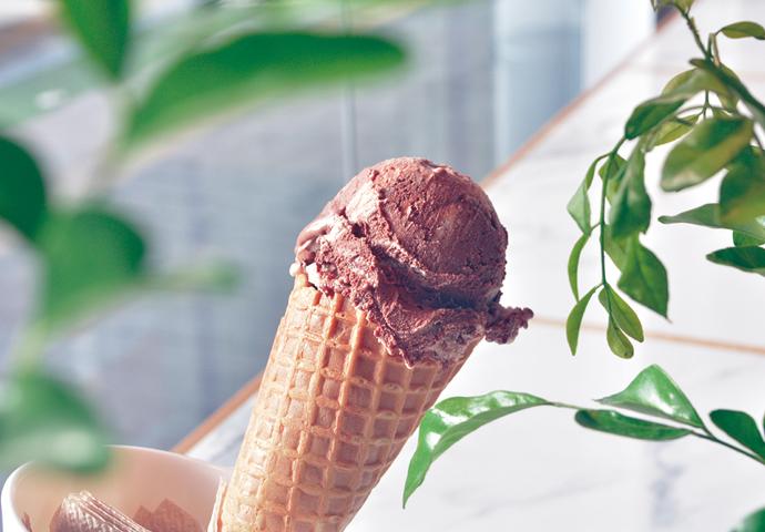 Bacio with Choco Fudge(60ペソ~) マンゴーやウベなどのフレーバー同様、人気のチョコレートファッジのジェラート。 フルーツフレーバー同様、無添加無着色の優しい味で、程よい甘さ♡
