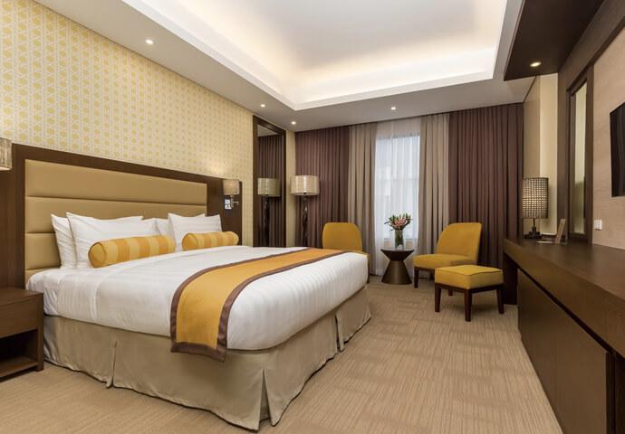 マクタン・セブ国際空港から車で16分!  食事に景色、アクセスに優れた4つ星ホテルの 黄色が基調の明るいお部屋!  ケーブルテレビ、ミニバー、温水シャワーなど 快適に過ごすためのアメニティが揃っています♪