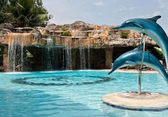 3D、高級ホテルのジムとプールが無料!!