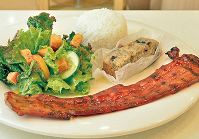 MyJoy FULL Pork Belly Meal(189ペソ)  Pork Belly(豚バラ)をフィリピン流に焼いた一品。  他にも、チキンやポークステーキのグリルなど、 お食事メニューが盛りだくさん!  ランチ・軽食・ディナー、いつでもお召し上がりいただけます♪