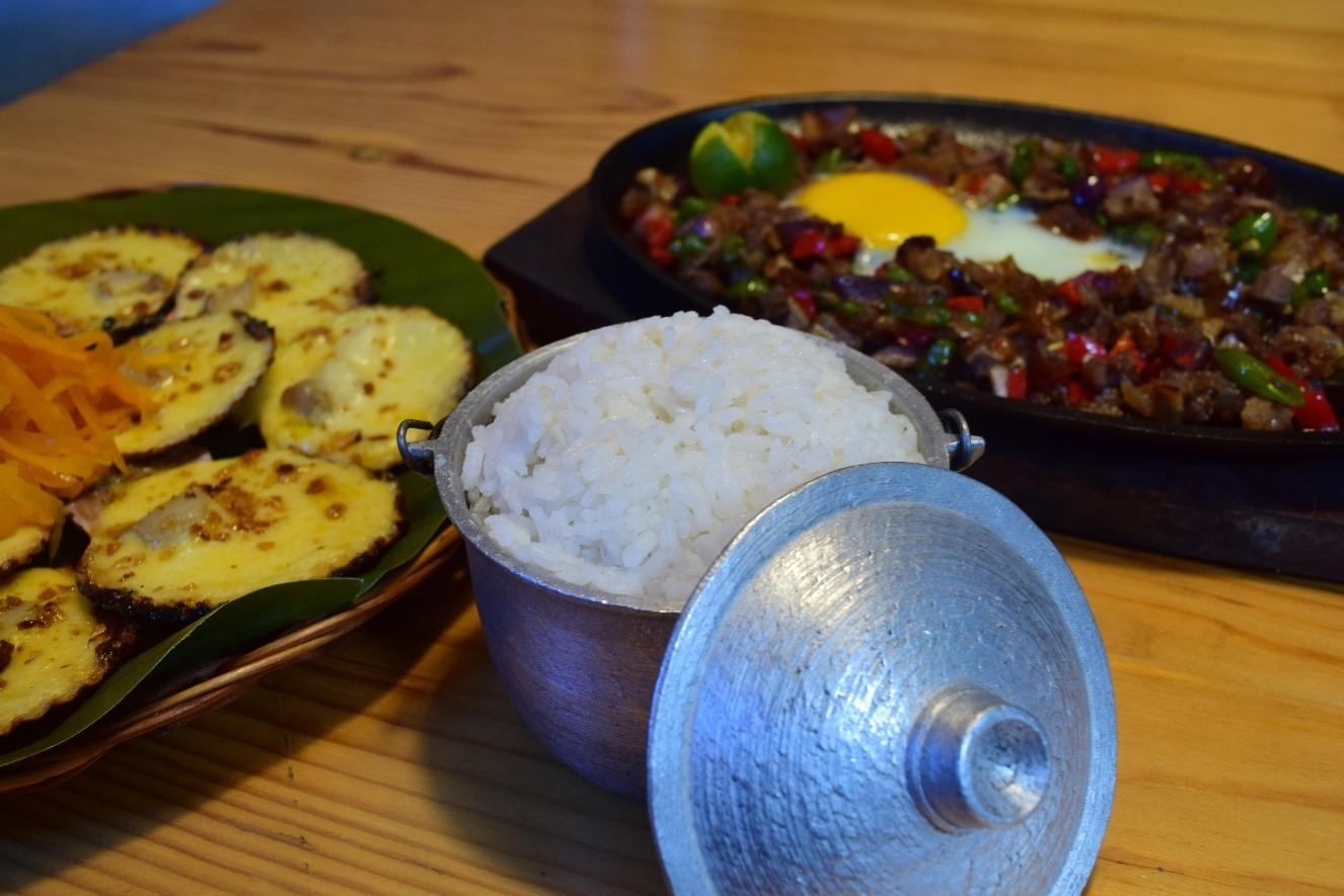 レチョン以外の伝統的なフィリピン料理も、もちろん注文出来ます♪