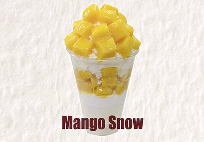 Mango Snow(99ペソ(small)/190ペソ(regular)) セブの代名詞、マンゴーをかき氷の上にも下にも惜しげもなくトッピング! イチゴ、ブルーベリー、オレオやチョコ、チーズ味も是非♪