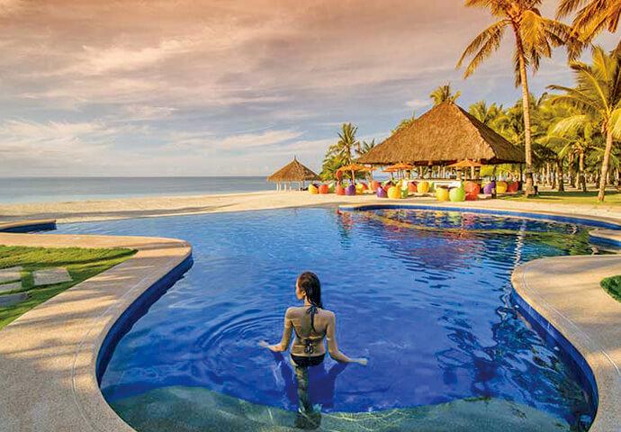 プライベートビーチやホテルのレクリエーションで遊んだ後は、 レストランでの豪華シーフード料理! ロマンチックな海を見渡せるプールバーもカップルに人気です。  夜10時まで利用できるフィットネスセンターや、本格的なスパ施設もございます。
