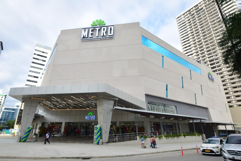 新しく出来たエントランスは、メトロデパート1階メンズエリアへ繋がります。