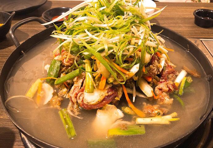 次は「プルコギ」です。牛肉に野菜や春雨を入れて煮込んで食べる料理です。