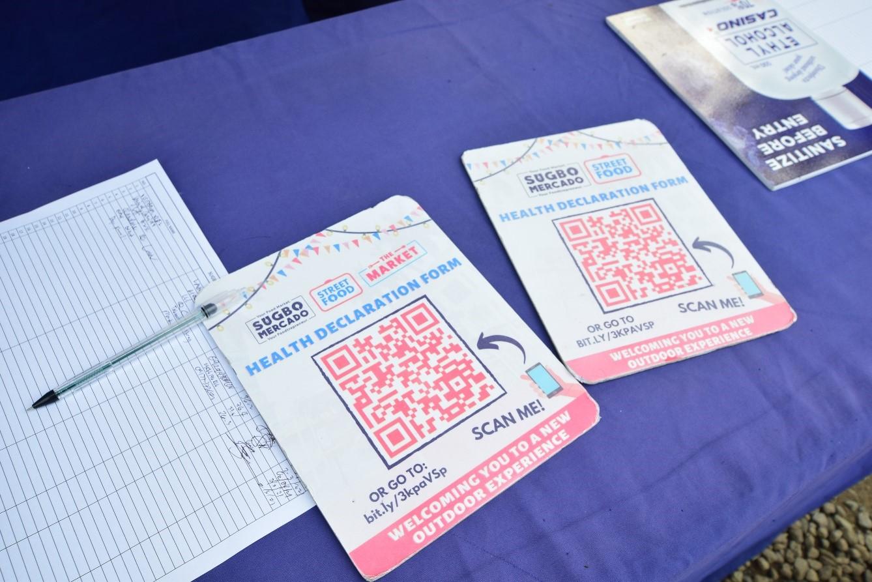 入場の際には体温チェック、健康状態の申請書、手の消毒が必要です。