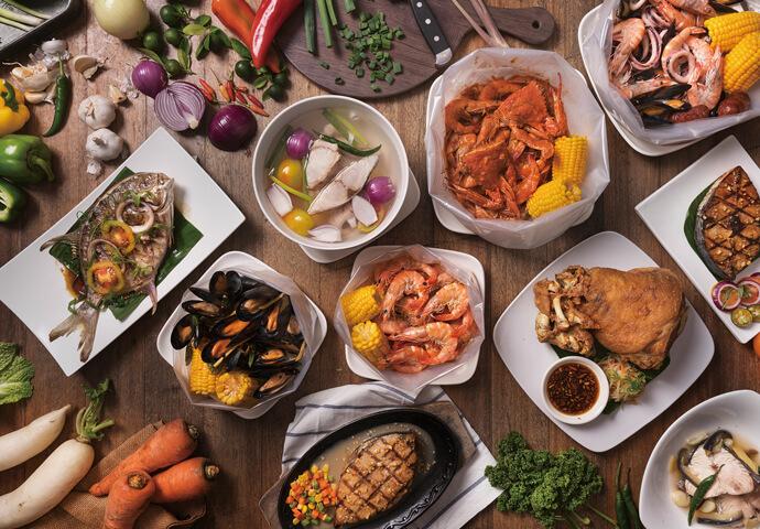 """エビ以外のシーフード料理も負けてない!  ガーリック等4種類の味が選べるムール貝(ムラサキガイ)のセット""""Chilean Mussels""""や 魚介の旨味が体中を駆け抜ける""""Mixed Seafood Soup""""、 そして巨大な""""Japanese Oyster(牡蠣)""""!  どれもリーズナブルにお腹いっぱいになれちゃいます♡"""