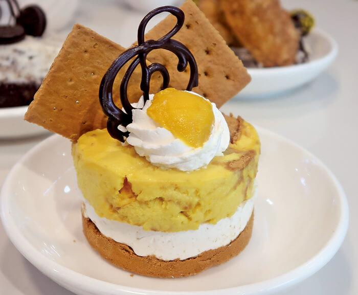 ジェラート同様、100%天然素材で作られた可愛いスイーツ♡  マンゴーの自然な甘さを引き出しつつ、 甘さ控えめに仕上げたケーキは、まさに日本人好み!