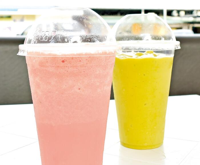 Fruit Shake(39ペソ(small)/49ペソ(medium)/59ペソ(large)/74ペソ(X-large)) この一杯に、搾りたてフルーツの美味しさを濃縮! 注文を受けてから搾るので、新鮮そのもの♡完熟マンゴーやパパイヤなど、セブの南国フルーツをそのまま味わうことができて、リーズナブル♪