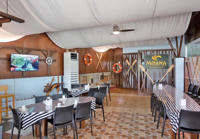 気分はまるで、船上パーティ♡  天井から装飾、細部まで船にこだわったレストランで、 非日常空間をお楽しみください!