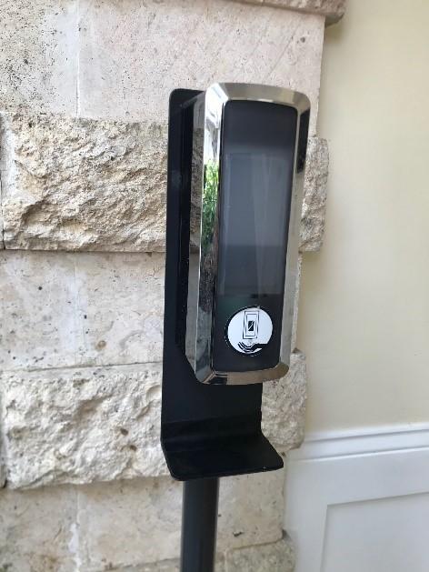 自動で消毒が出来るマシンが館内のいたるところに設置されています。