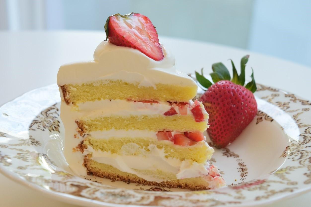 ストロベリーショートケーキ(P200/ホールP1500) 一番人気のスイーツ!