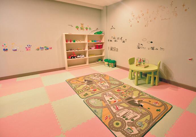 キッズルームも完備!  親子留学中やお子様連れでも 安心してご利用いただけます。
