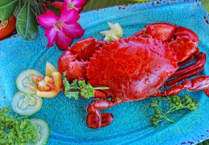 新鮮なシーフードやバーベキューに、クリスピーパタ♡ コクが深い自慢の料理の数々に、ついついビールも欲しくなる!  近くにBlue Coralなどのダイビングショップがあるので、 海で遊んだ後の腹ごしらえにもオススメです。