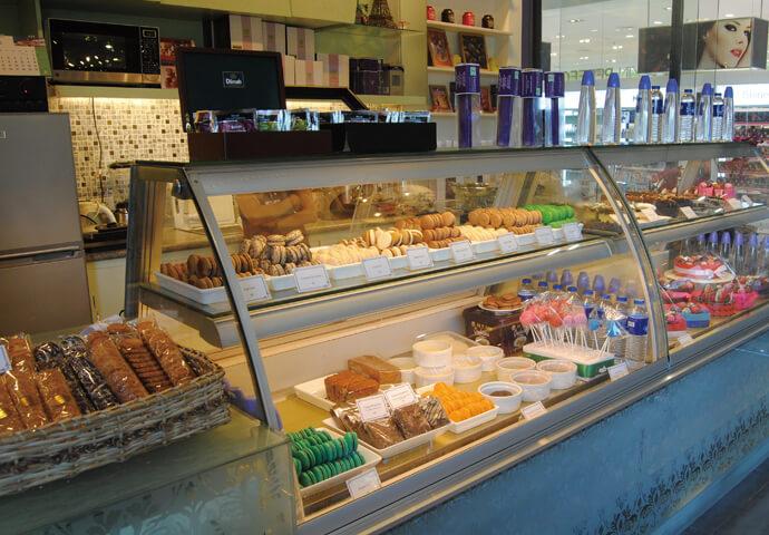 チョコレートにマカロン、ケーキなど、 女性が大好きなスイーツが揃っているので、女子会やデートにオススメ。  また、ショッピングモールSM City Cebu内なので、 ショッピングのついでに立ち寄れます♪