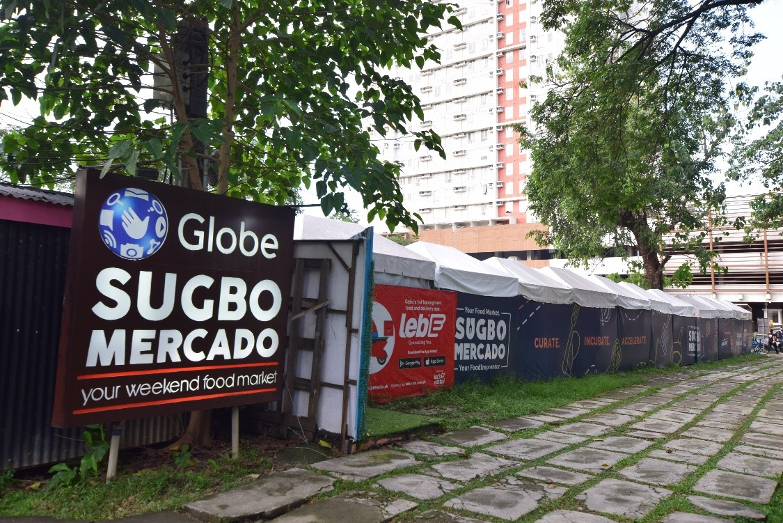 Sugbo Mercadoは、セブのグルメが集まるナイトマーケットです。食欲をそそる屋台グルメが並びます♪ 美食家たちを満足させるラインナップで地元の人も観光客も集まる人気スポットです。