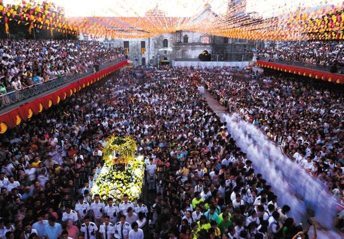 セブ島中が熱狂に包まれる!フィリピン 最大の お祭り シヌログフェスティバル